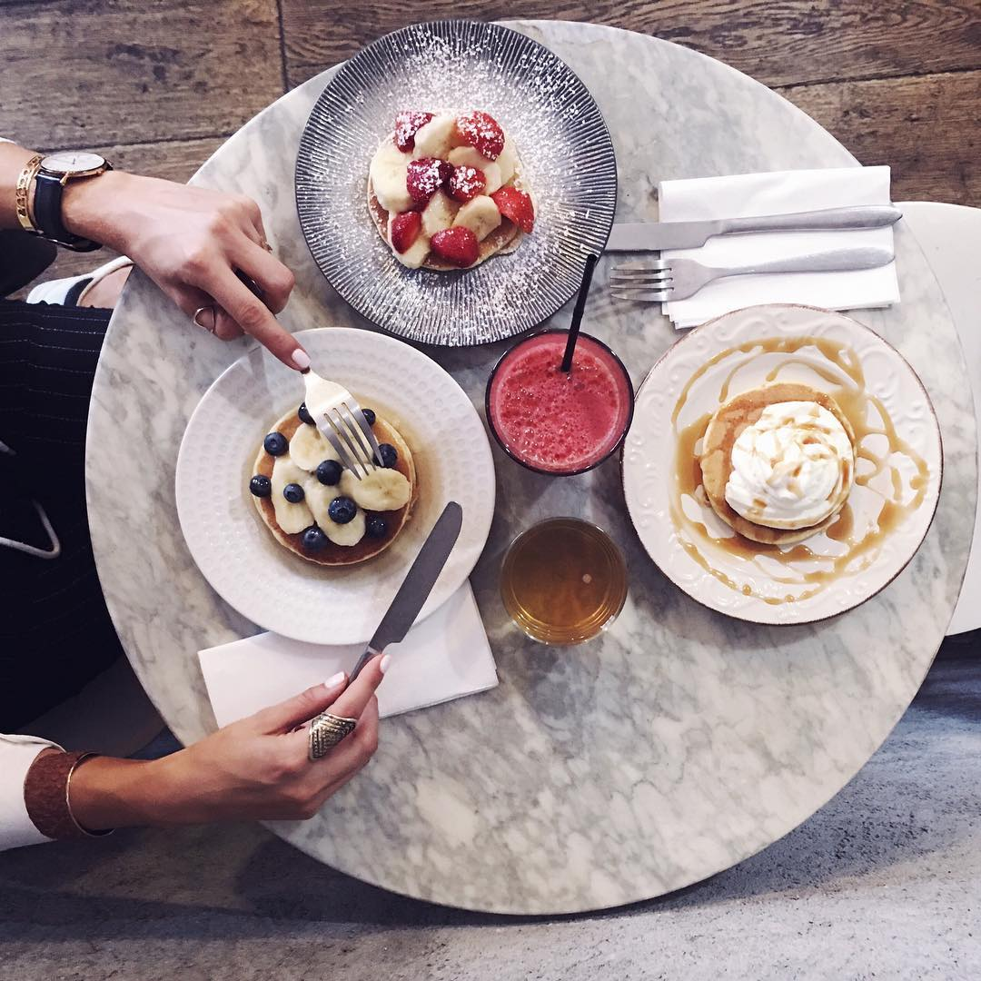 O h y e s b a b y ? The best pancakes ever at @pancake_sisters How's your day going so far my loves? x O h o u i b a b y ? Les meilleurs pancakes du monde chez @pancake_sisters Comment se passe votre journée les amours? x #fromabove #flatlay #pancake #pancakes #food #foodie #foodlover #foodphoto #foodphotography #foodporn #foodgasm #foodstagram #igptg #fashionblogger #beautyblogger #belgianblogger #frenchblogger