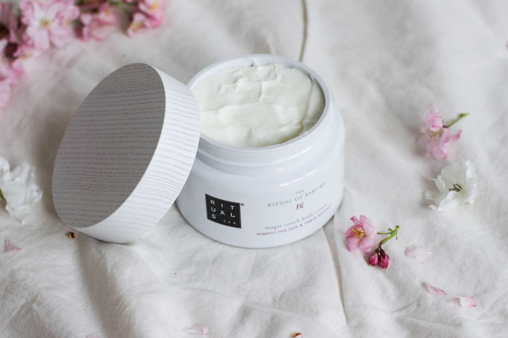 made by f blog belgian blogger lifetyle rituals sakura let life blossom cherry blossom cerisiers du japon collection concours giveaway