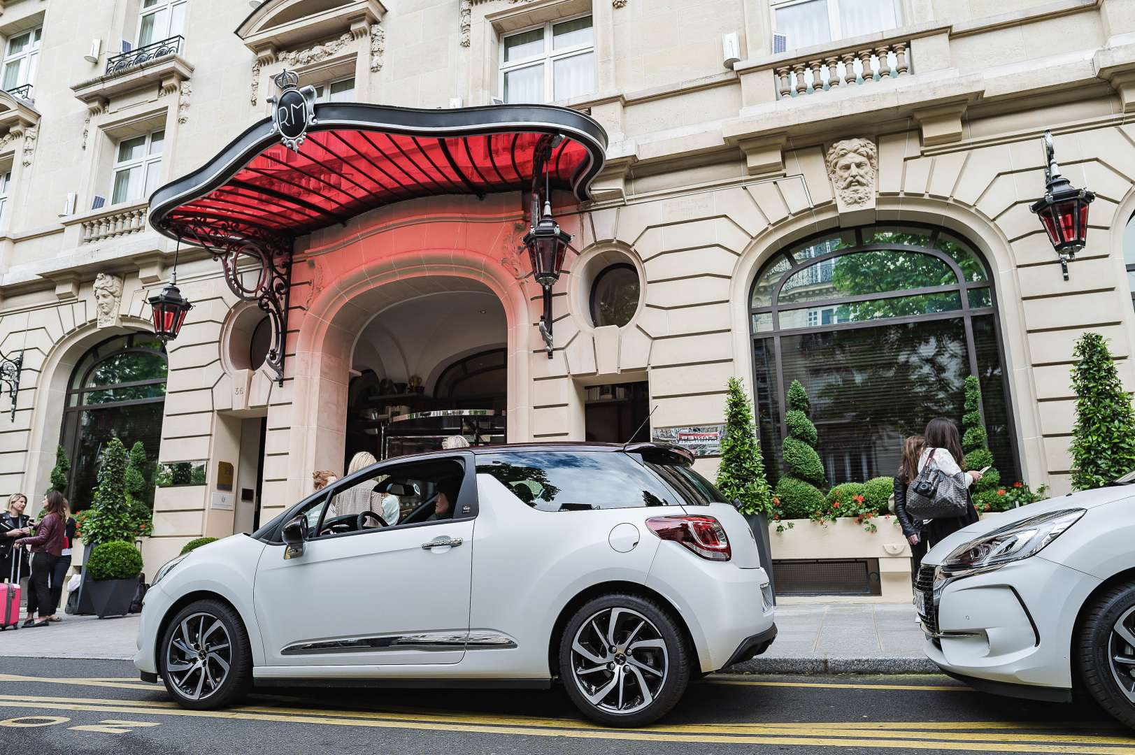DS3 DS givenchy le makeup car paris city trip pierre hermé royal monceau belgian blogger travel lifestyle fashion les ombres la scène restaurant travel review
