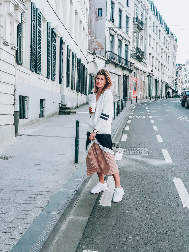 jupe plissée midi h&m & others stories tendance printemps été 2018 fila disruptor sporty chic made by f. blogueuse belge